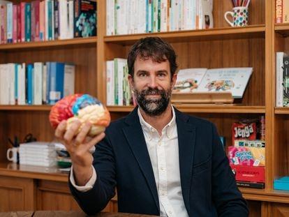 Rafa Guerrero publica 'El cerebro infantil y adolescente' que tiene como objetivo explicar las funcionales cerebrales de una forma pedagógica, útil y sencilla