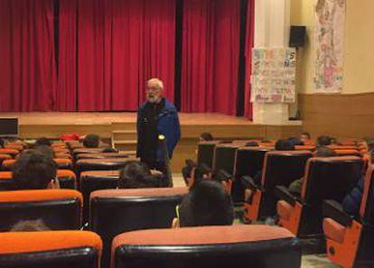 El sacerdote acusado, Marcelino Antón, durante una charla con menores en Mohernando (Guadalajara) en 2018.