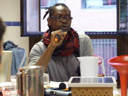 El antropólogo Abdourahmane Seck, en una mesa redonda acerca de la hospitalidad en el encuentro GrigriPixel celebrado en Madrid.