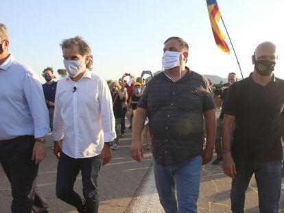 De izquierda a Derecha Joaquim Forn, Jordi Cuixart, Oriol Junqueras Y Raul Romeva a la entrada de la prisión de Lledoners.