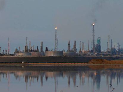 Refinería de Amuay, propiedad de la empresa PDVSA en Punto Fijo (Venezuela).