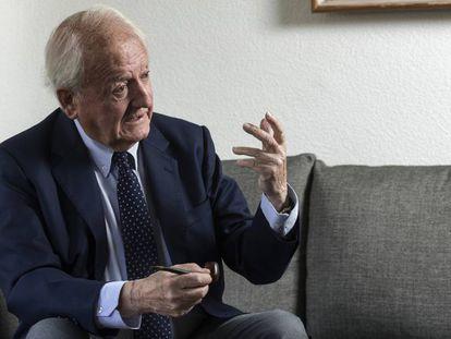 El exministro Javier Moscoso, en su casa de Madrid.