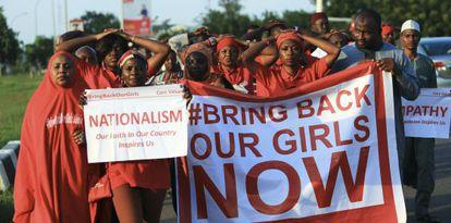 Un grupo pide la liberación de las niñas secuestradas por Boko Haram.