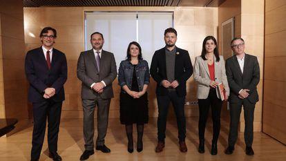 Los equipos negociadores de PSOE y ERC, en la última reunión.