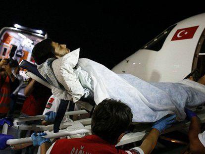El primer ministro turco ha anunciado que su país se hará cargo de la evacuación de gazatíes heridos. Anoche fueron trasladados los cuatro primeros. / Foto: U. BEKTAS   Vídeo: ATLAS