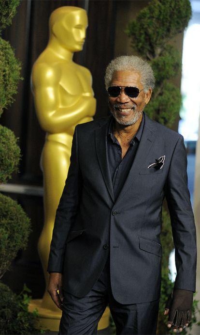 """Morgan Freeman aún no se ha recuperado del accidente de tráfico que sufrió en agosto. El actor ha explicado a la revista <i>People</i> que todavía no puede mover la mano izquierda.  """"Sufrí daño en los nervios y no ha mejorado. No puedo moverla"""", ha dicho el nominado al Oscar por su papel en <i>Invictus</i>."""