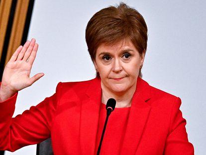 La ministra principal de Escocia, Nicola Sturgeon, comparece este miércoles ante el Parlamento autónomo, en Edimburgo.