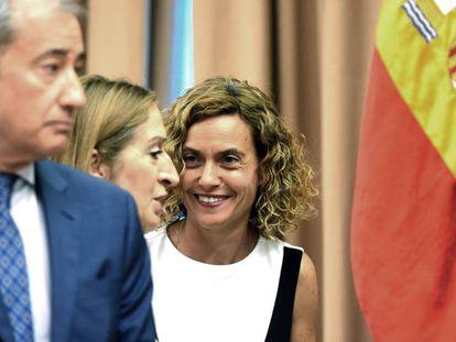 La presidenta del Congreso, Meritxell Batet (a la derecha), junto a la expresidenta de la Cámara baja Ana Pastor, este martes tras la primera reunión de la Diputación Permanente.