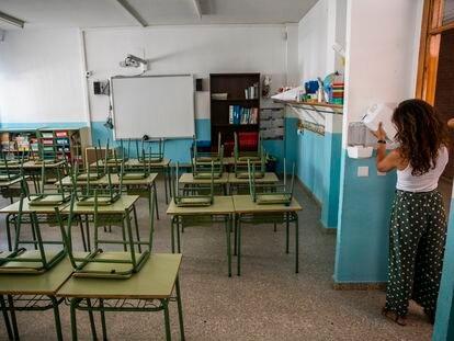 24/08/20. Preparación ante el inicio de clases con medidas para evitar los contagios por la COVID en un colegio público de MAdrid. CARLOS ROSILLO