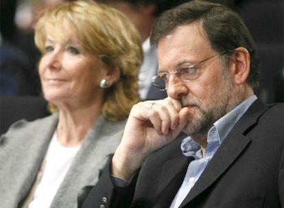 Esperanza Aguirre y Mariano Rajoy, en un foro de militantes del PP en Madrid, el pasado 25 de enero.