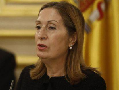 Ana Pastor, en el Congreso de los Diputados, la semana pasada. En vídeo, la ministra de Justicia defiende la necesidad de la aprobación de los decretos antes de que fueran votados en el Congreso.