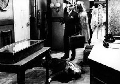 """Sancho Gracia, en una escena del episodio """"Jarabo"""", de la serie """"La huella del crimen"""" de TVE, dirigido por Juan Antonio Bardem"""