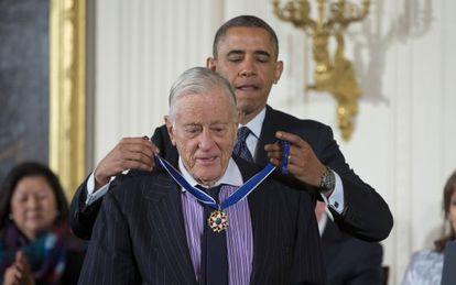 Ben Bradlee recibió la Medalla de la Libertad el año pasado de manos del presidente Obama.