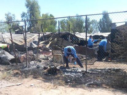 Peritos trabajando en el incendio del asilo