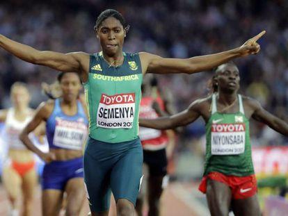 Semenya, ganando, en agosto de 2017, los 800m del Mundial de Londres. En vídeo, declaraciones del secretario general del TAS.