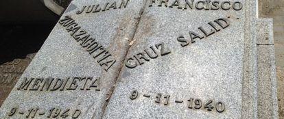 Lápida de la tumba de Julián Zugazagoitia en la Almudena.