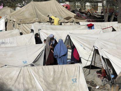 Campamento en un parque de Kabul, este viernes, de personas que han huido del norte del país.