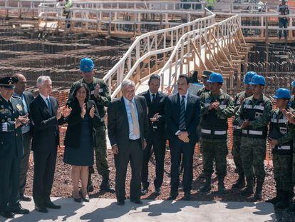 Andres Manuel Lopez Obrador durante una visita a las obras del nuevo aeropuerto de Ciudad de México, en febrero de 2020.