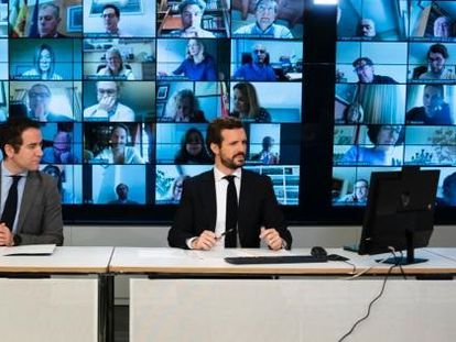 El líder del PP, Pablo Casado, preside la reunión de su grupo parlamentario por vía telemática desde la sede del PP, este lunes.