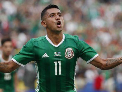 Elías Hernández festeja su gol contra El Salvador.
