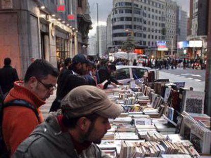 Puestos de venta en la edición de 2012 de La Noche de los Libros.
