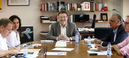 El secretario general del PSPV, Ximo Puig, reunidon con alcaldes y miembros de su ejecutiva.