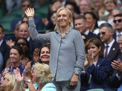 Navratilova saluda al público de Wimbledon, hace tres semanas en Londres.