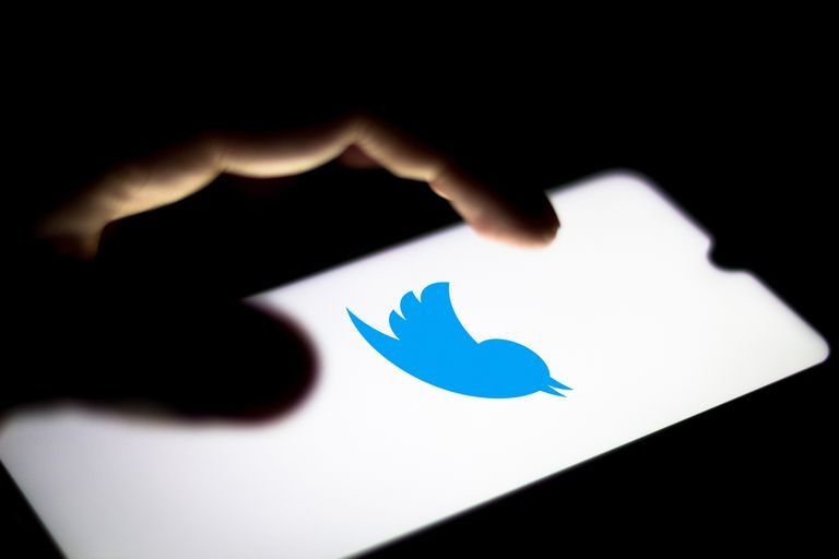 Logo de Twitter en un teléfono móvil.
