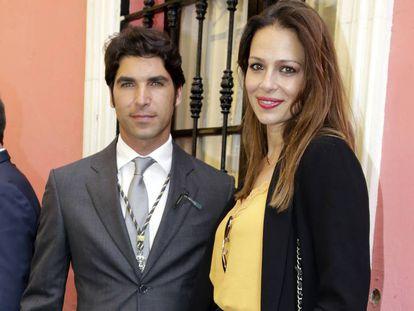 El torero Cayetano Rivera y su esposa, la modelo y presentadora Eva González, el pasado mes de abril en Sevilla.