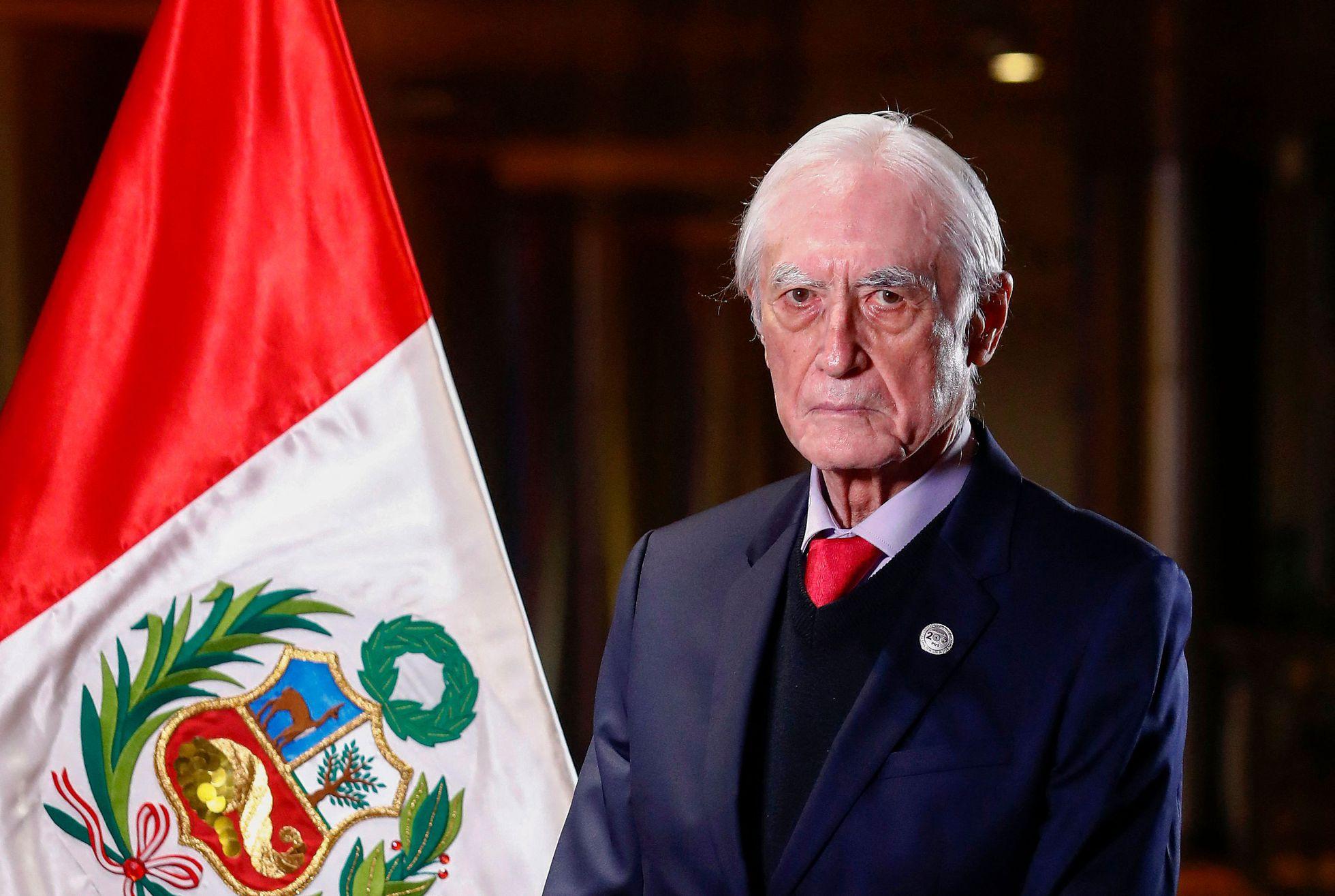 Héctor Béjar: El canciller de Pedro Castillo renuncia en Perú tras 19 días  en el cargo   Internacional   EL PAÍS