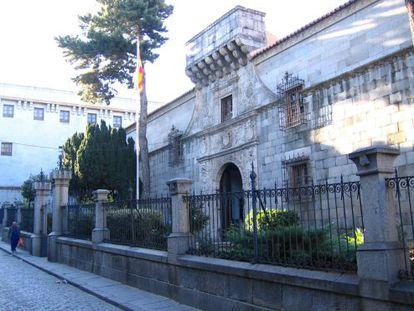 Fachada del Archivo Militar de Ávila, donde fue llevada la documentación de la Generalitat requisada por la Gestapo.