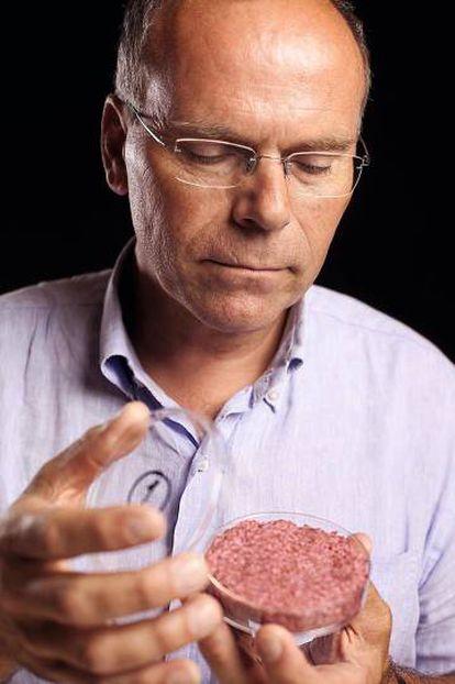 El holandés Mark Post, fundador de MosaMeat y uno de los padres de esta revolución. Su empresa, asegura, es capaz de producir hasta 10.000 kilos de carne a partir de una sola célula madre de vaca.