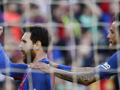 Messi celebra su gol de penalti ante el Villarreal.
