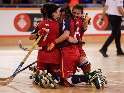 Las jugadoras de la selección española celebran un gol, el domingo.