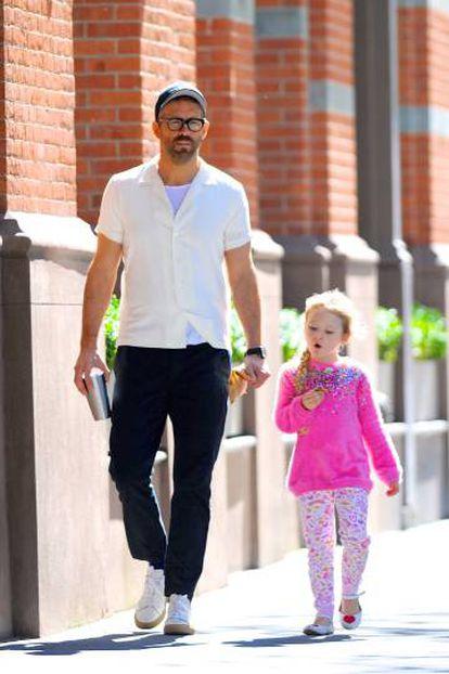 Ryan Reynolds, con su hija Inez, el pasado viernes.