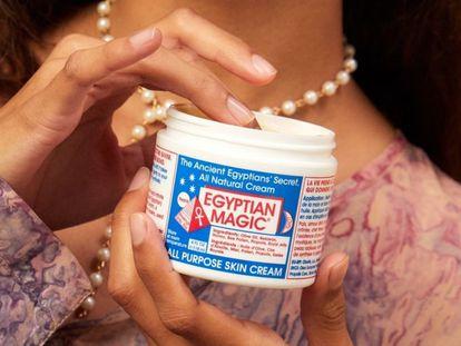 Hablamos de la crema corporal Egyptian Magic, muy conocida y utilizada entre famosas y actrices de Hollywood.