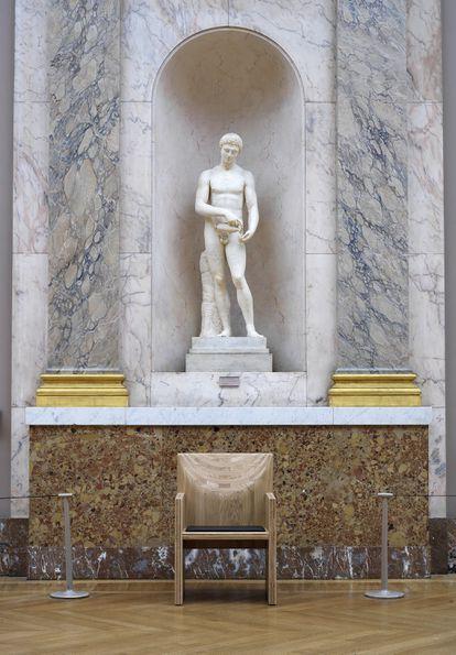 Los asientos del Louvre están hechos para ser usados, no contemplados.