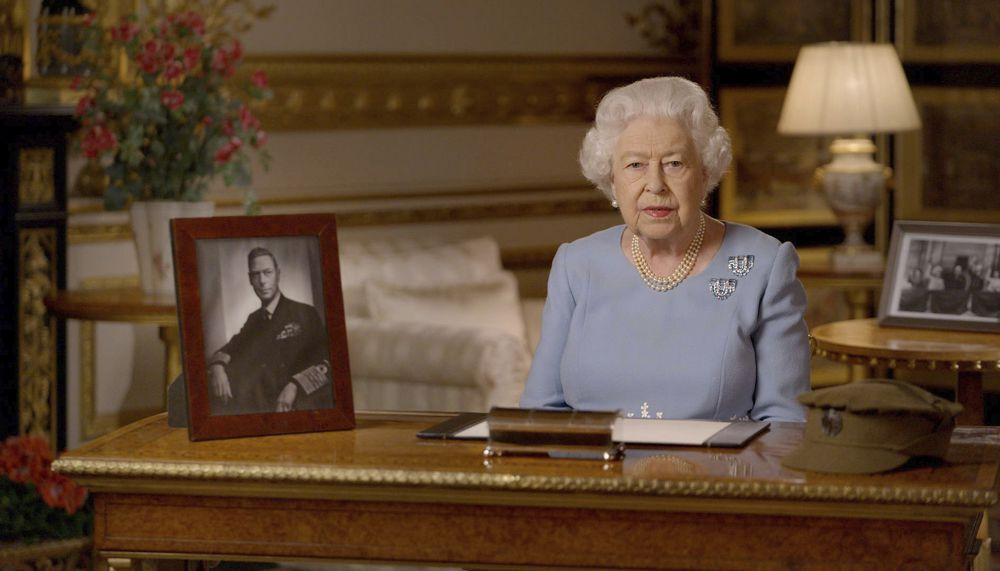 Isabel II recupera 75 años después el espíritu de la victoria en Europa