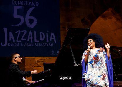 Los cubanos Gonzalo Rubalcaba y Aymee Nuviola, durante su actuación el jueves en la segunda jornada del Festival de Jazz de San Sebastián.