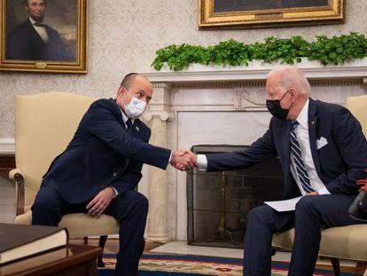 El presidente de EE UU, Joe Biden, y el primer ministro israelí, Naftali Bennet, en el Despacho Oval, este viernes.