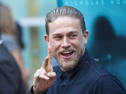 El protagonista de la serie 'Hijos de la anarquía', el actor inglés Charlie Hunnam, luciendo su barba recién acariciada por el barbero.