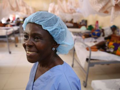 Una enfermera en el Hospital Redención de Monrovia (Liberia).