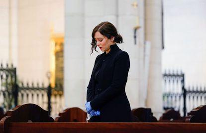 La presidenta de la Comunidad de Madrid, Isabel Díaz Ayuso, durante la  misa por los enfermos y fallecidos en la pandemia de la covid-19.