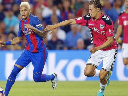 Foto: Llorente pugna con Neymar. / Vídeo: Rueda de prensa de los entrenadores.