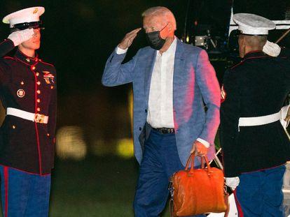 El presidente Joe Biden aterriza este martes en Washington tras sus vacaciones en Camp David.