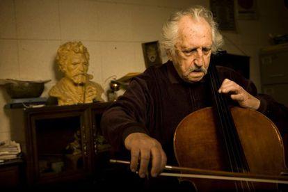 Fred Katz, violonchelista y músico de jazz.