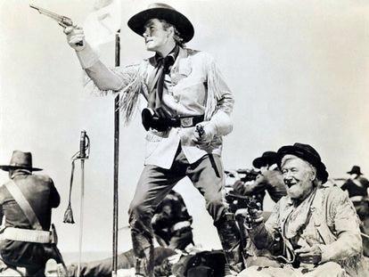 Errol Flynn como Custer en la escena final de 'Murieron con las botas puestas'.