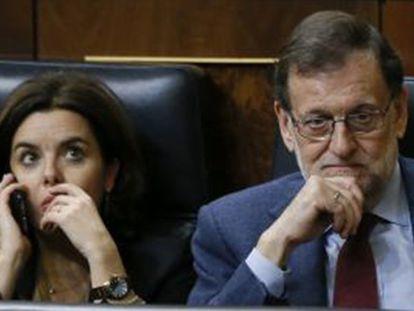 Soraya Sáenz de Santamaría y Mariano Rajoy durante la votación.