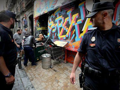 Agentes de la Policía Nacional han desalojado sin incidentes ni detenciones el centro social Patio Maravillas.