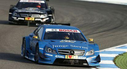 En primer término, Roberto Merhi, al volante de su Mercedes, en el circuito DTM Hockenheim, en octubre de 2012, en una imagen captada de su web.